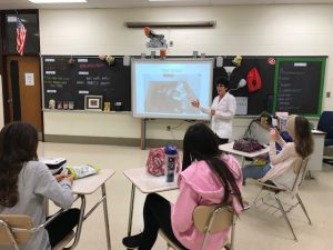 Dr. Dale Rubenstein, A Cat Clinic, Germantown, MD enjoys sharing her experience and knowledge with students